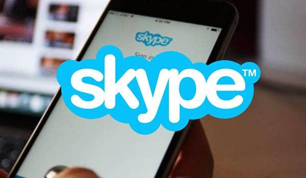 por que no se me escucha en skype